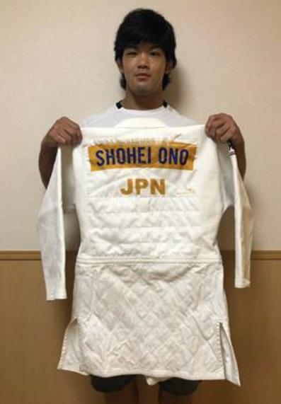 チャリティーオークションに柔道着を出品する大野将平(全日本柔道連盟提供)