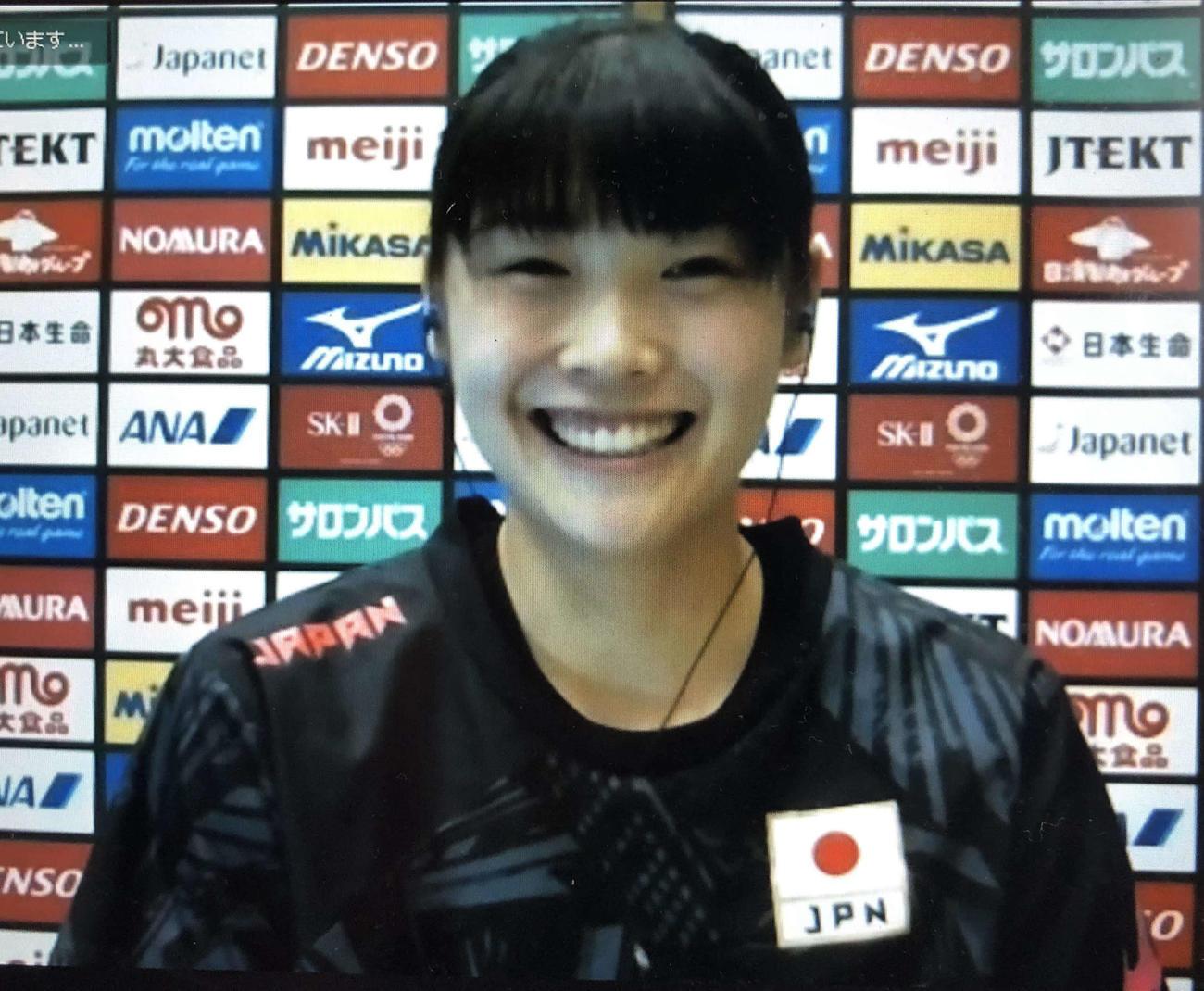 リモート囲み取材に応じるバレーボール女子日本代表の黒後(撮影・平山連)