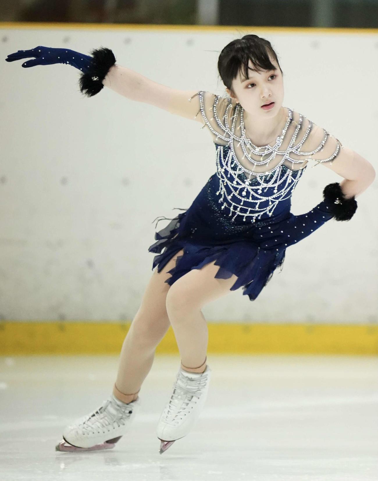 フィギュアスケート近畿選手権のジュニア女子ショートプログラムで演技をする本田紗来(代表撮影)