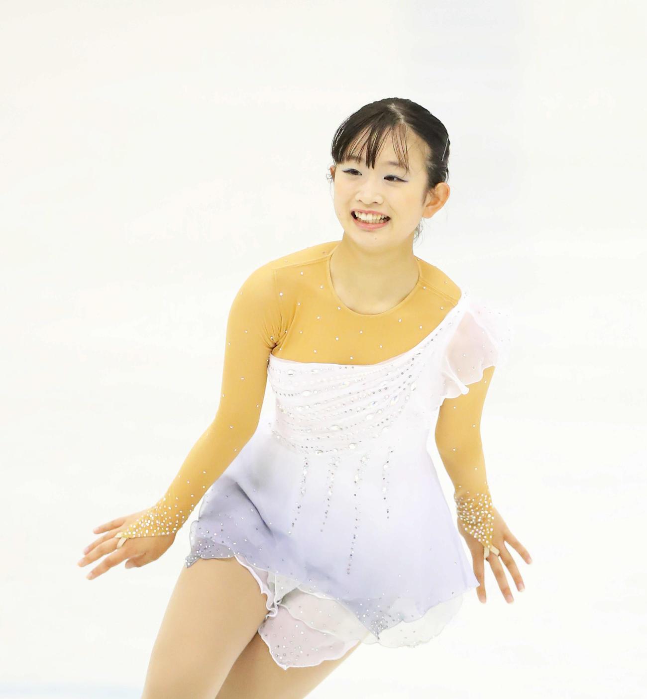 ジュニア女子フリーの演技を終え笑顔を見せる高橋(撮影・河田真司)