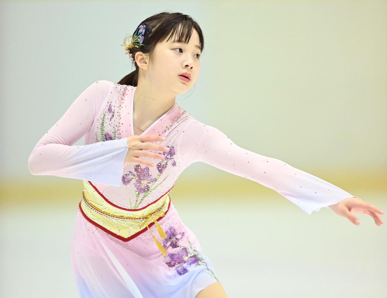 フィギュアスケート近畿選手権 ジュニア女子フリーで演技を披露する本田紗来(代表撮影)