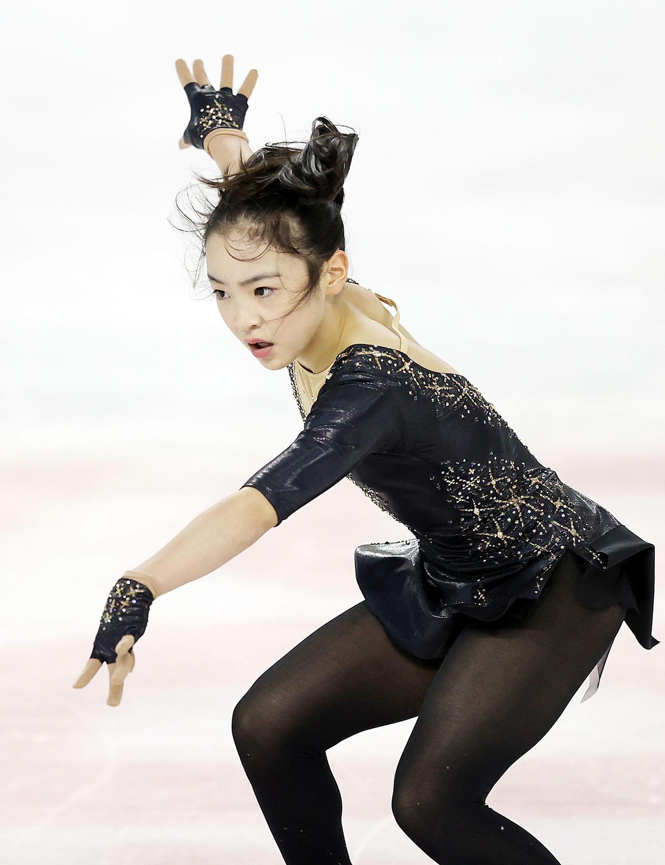 ノービスA女子で演技をする高木(撮影・狩俣裕三)
