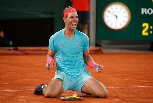 仏オープン4連覇を達成し、喜びを爆発ナダル(ロイター)