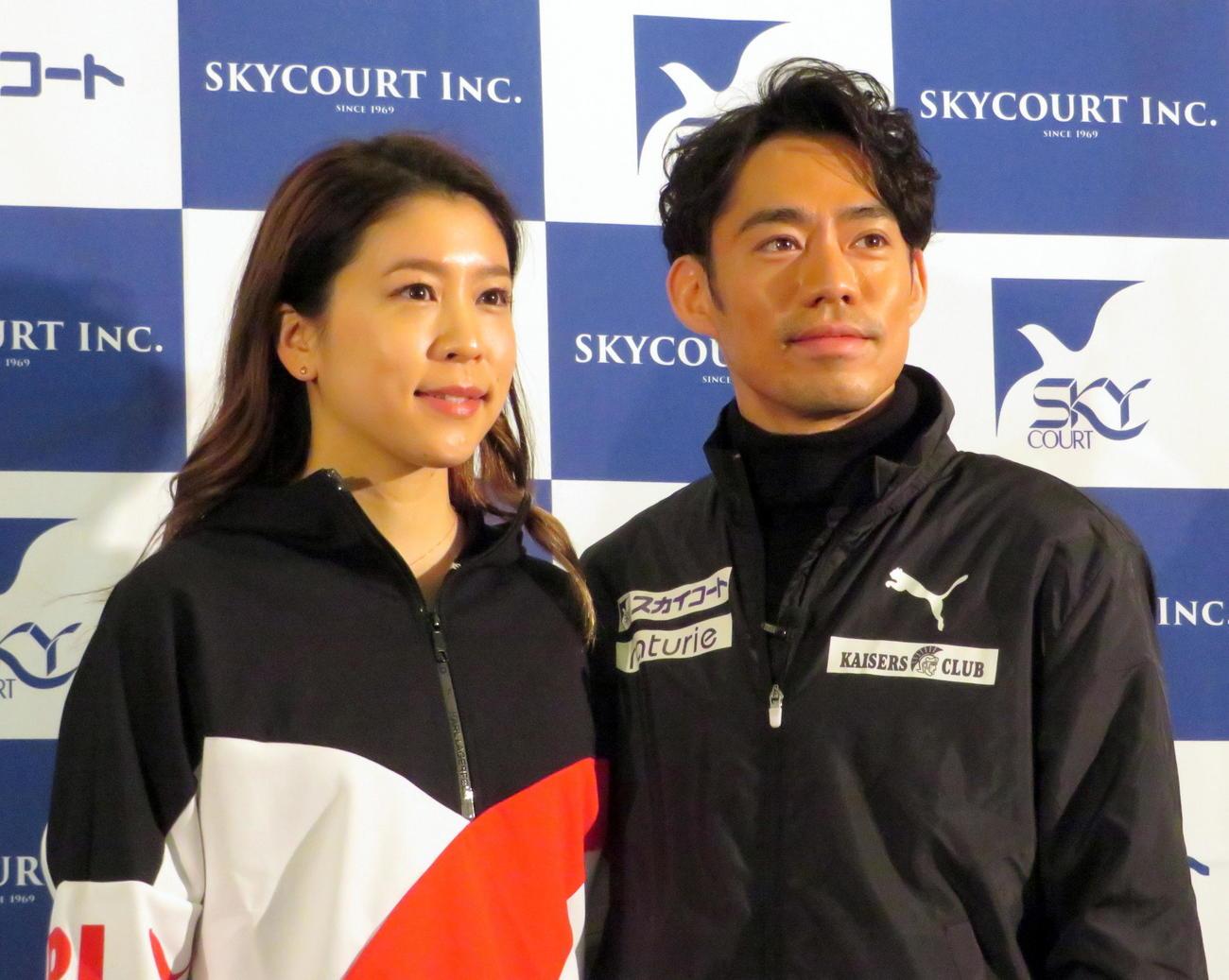 アイスダンスの村元哉中(左)と高橋大輔(20年1月13日撮影)
