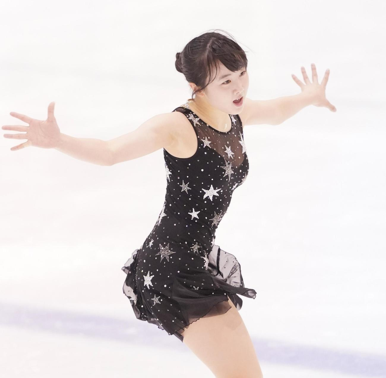 フィギュアスケート東日本選手権・女子SPで演技をする本田望結(撮影・菅敏)