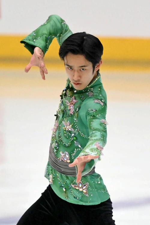 フィギュアスケート西日本選手権男子フリーで1位となり、逆転で優勝した山本草太(代表撮影)