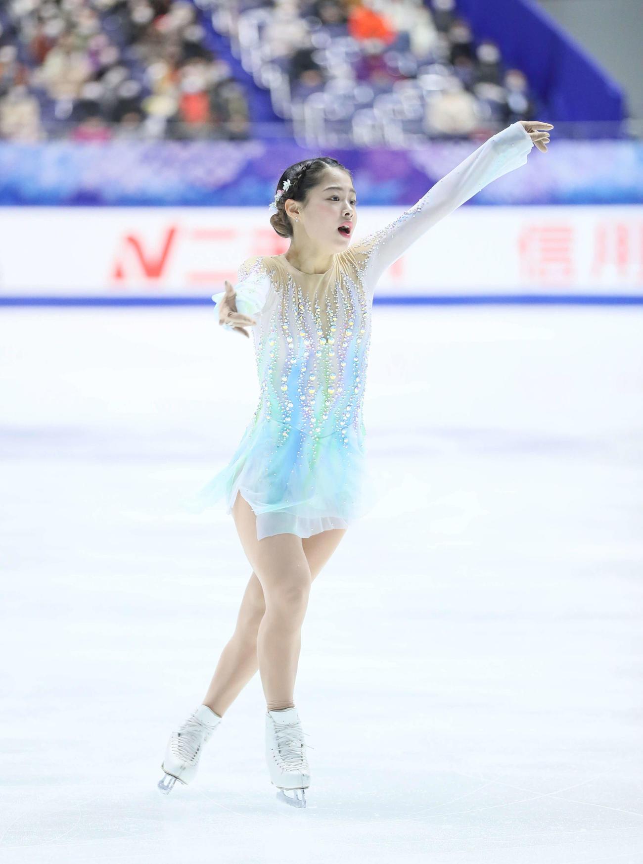 フィギュアスケートNHK杯女子ショートプログラム 演技をする横井ゆは菜(代表撮影)