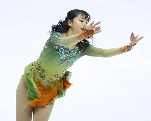 フィギュアスケートNHK杯女子ショートプログラム 演技をする山下真瑚(代表撮影)