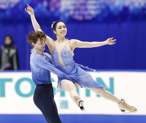 アイスダンスのフリーで演技する小松原(右)、コレト組(代表撮影)