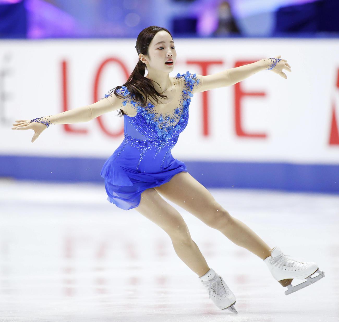 女子フリー ジャンプの着氷に成功する本田真凜(代表撮影)