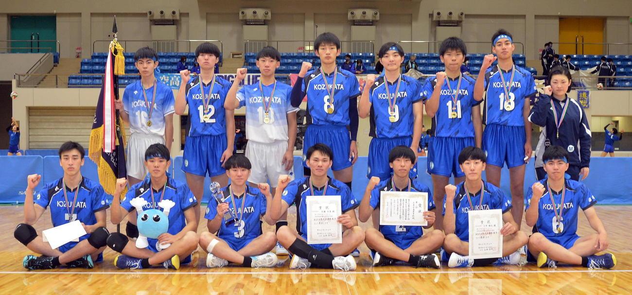 2年連続14度目の優勝を飾った不来方の選手たち(撮影・佐藤究)