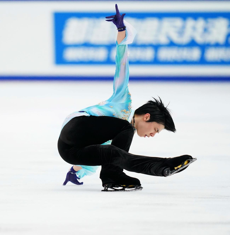 全日本フィギュアスケート選手権 男子フリーで演技をする羽生(代表撮影)