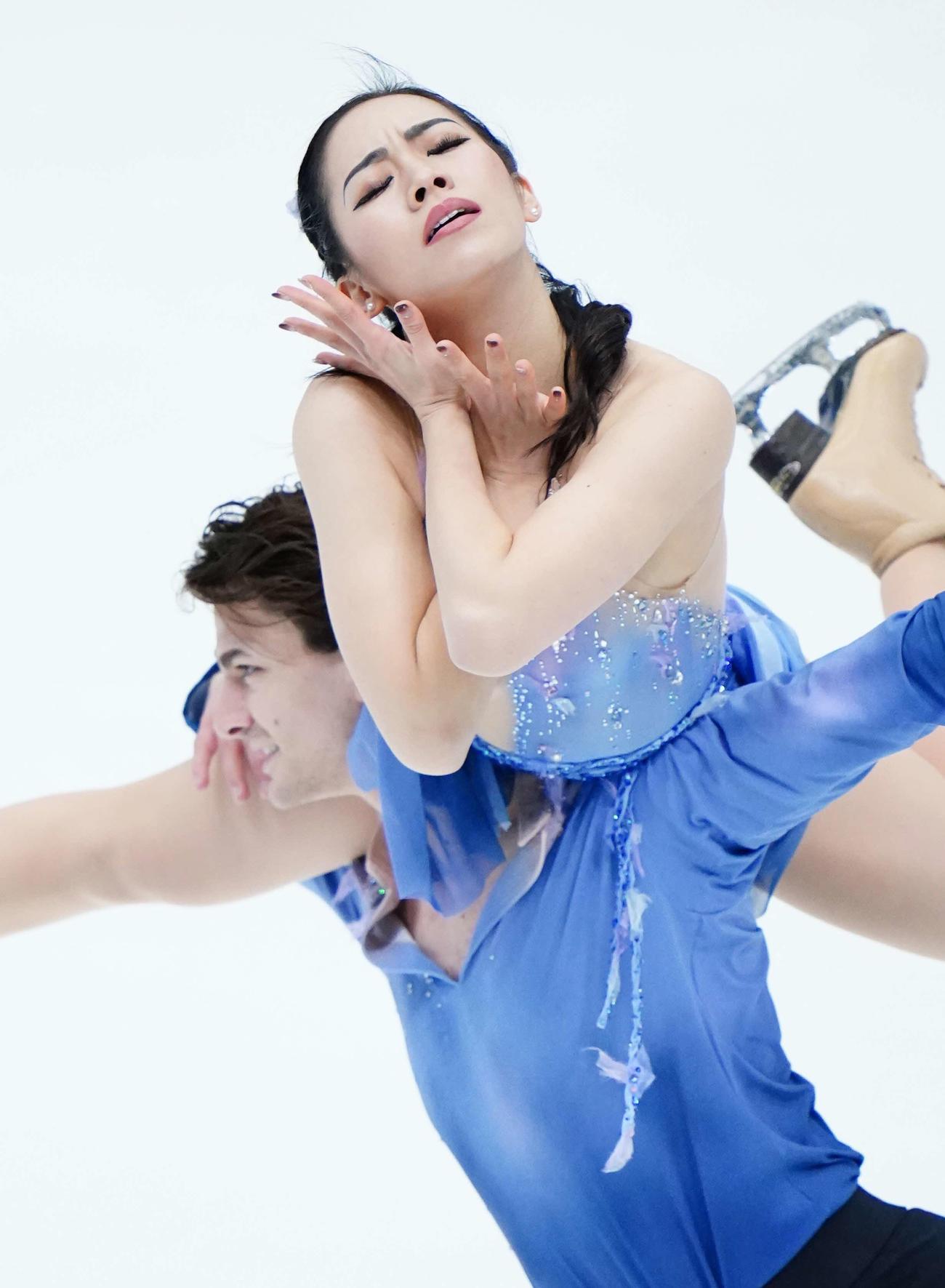 アイスダンスFDで演技をする小松原美里と小松原尊(代表撮影)