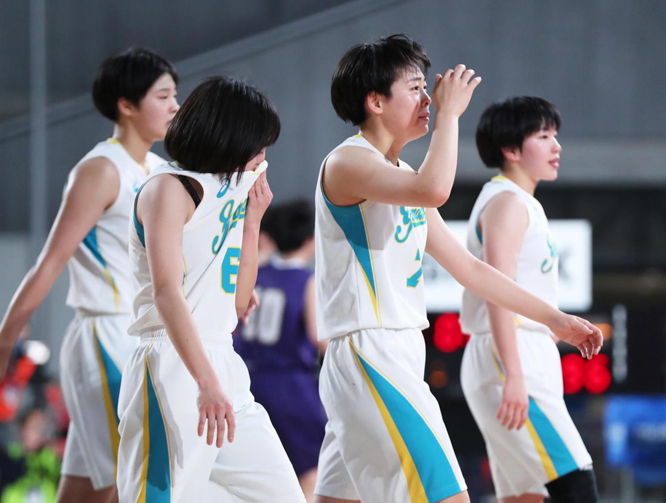 札幌山の手対東京成徳大高 準決勝で敗れ涙する札幌山の手の選手たち(C)JBA