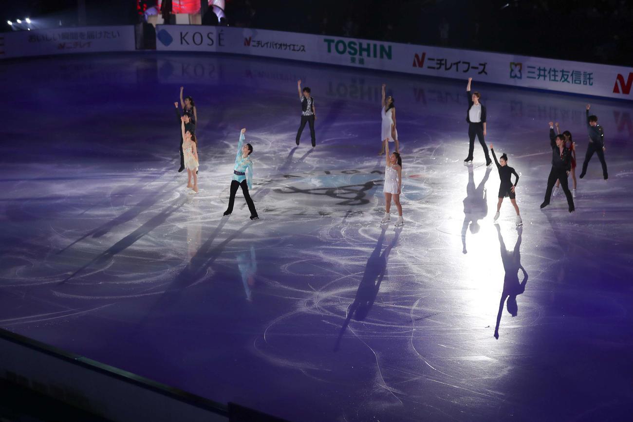 メダリスト・オン・アイスで演技する選手たち(代表撮影)