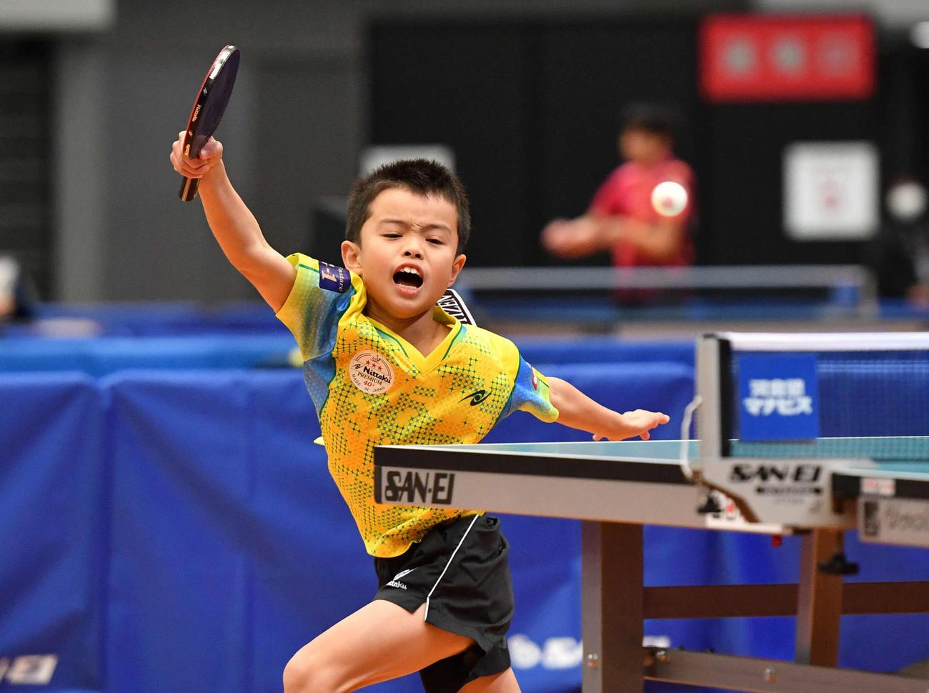 全日本卓球選手権ジュニア男子シングルス1回戦 懸命にラリーを返す大野颯真(撮影・岩下翔太)