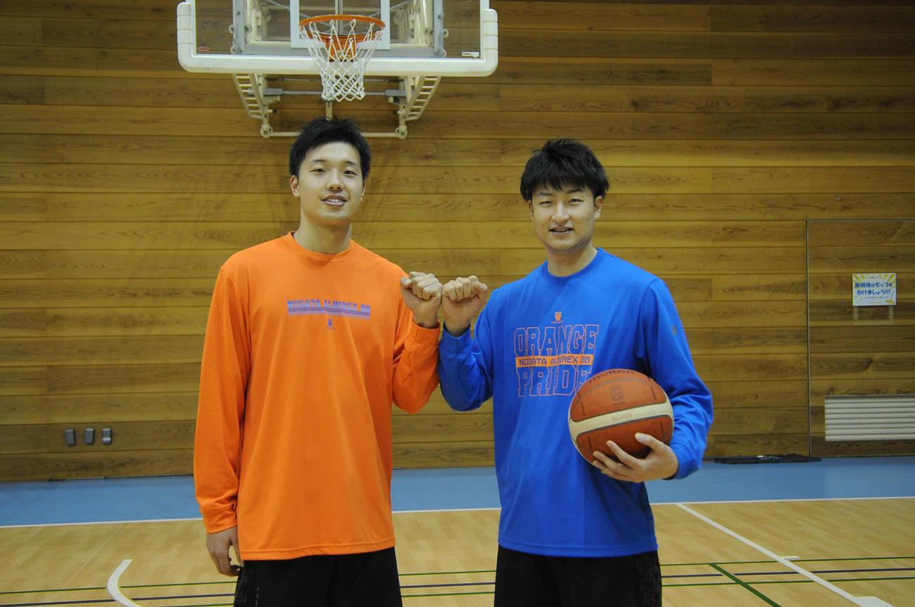 活躍を誓う新戦力の西田(左)と水野(2020年12月25日撮影)