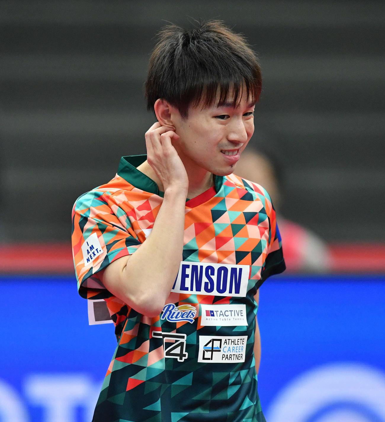 全日本卓球選手権男子シングルス準々決勝 点を奪われ厳しい表情を見せる丹羽孝希(撮影・岩下翔太)