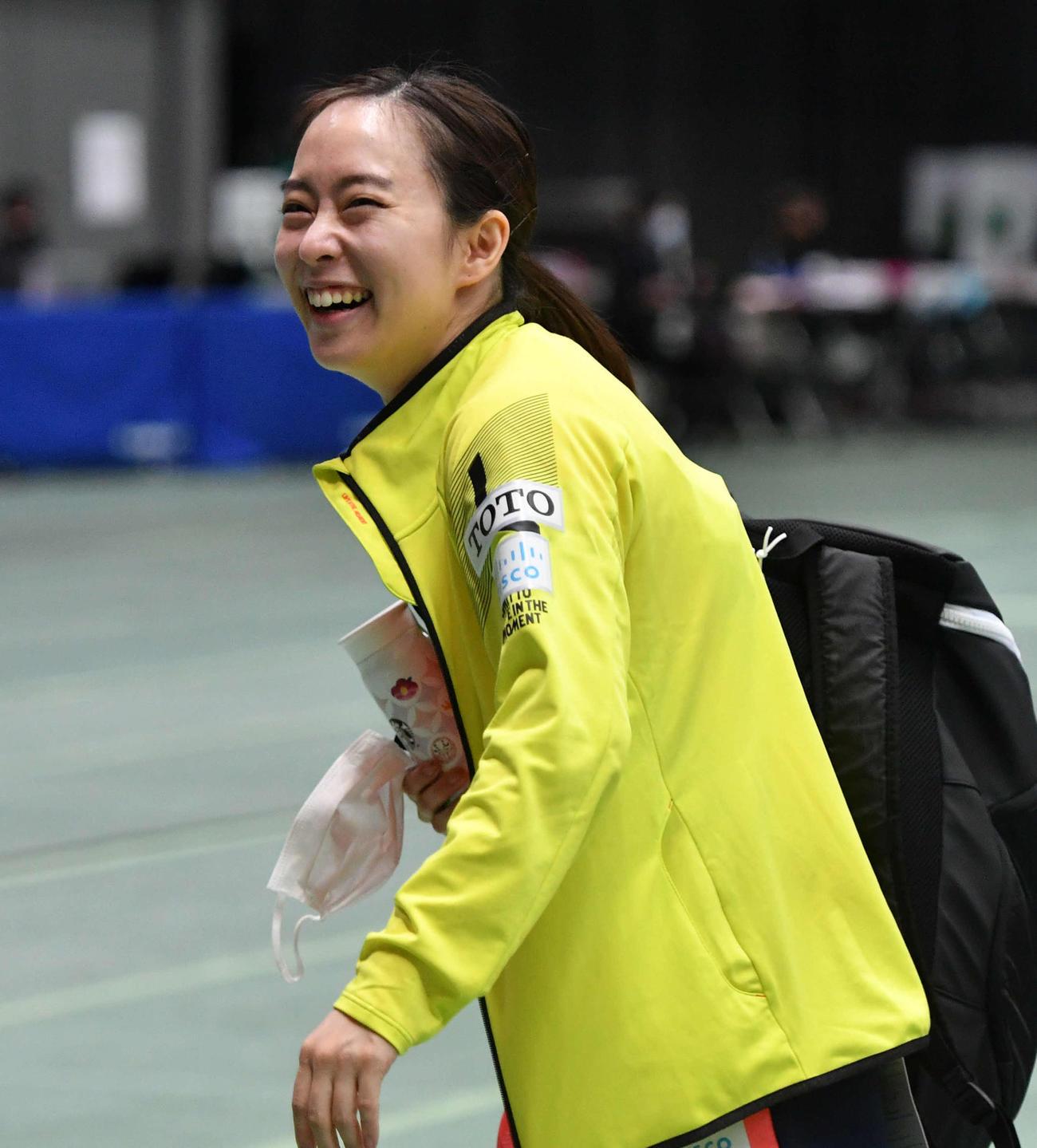 全日本卓球選手権女子シングルス準々決勝 準決勝に進出し、笑顔で引き揚げる石川佳純(撮影・岩下翔太)