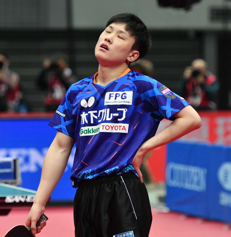 男子シングルス準々決勝で及川に敗れた張本(撮影・岩下翔太)