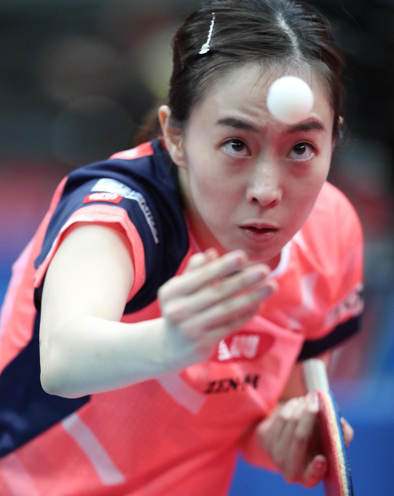 女子シングルス準々決勝、ボールに集中する石川(代表撮影)