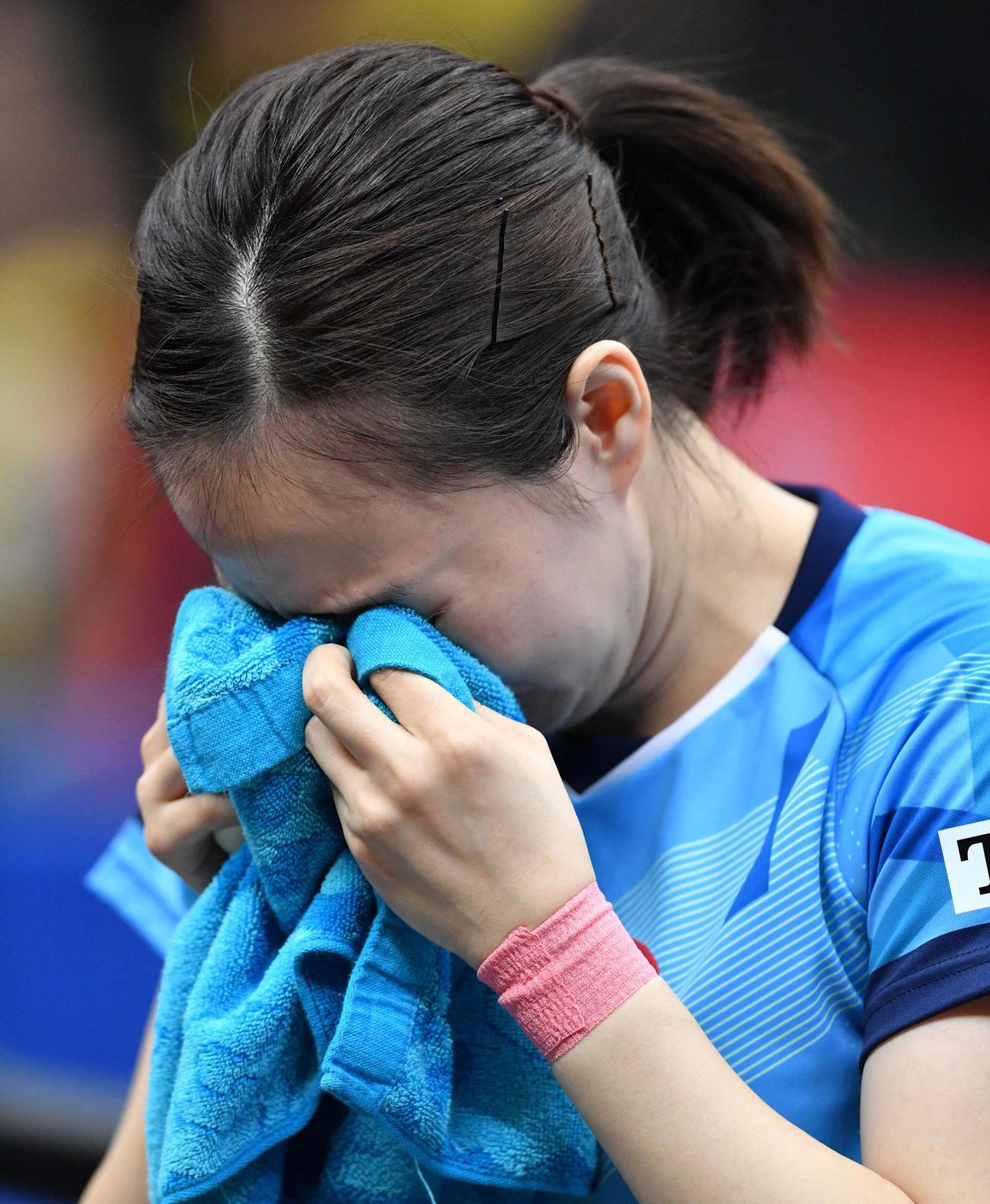 全日本卓球選手権 女子シングルス優勝を決め、涙を流す石川佳純(撮影・岩下翔太)