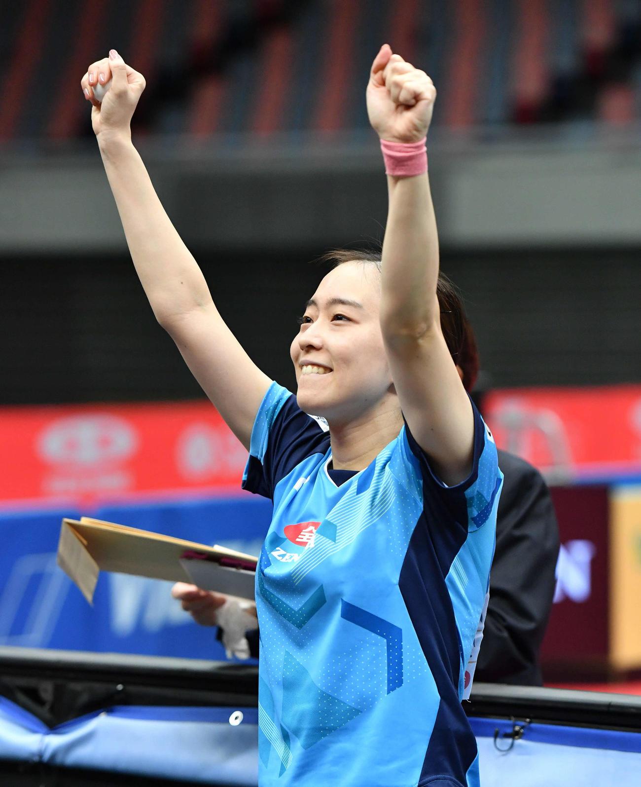 全日本卓球選手権 女子シングルスで優勝しガッツポーズする石川佳純(撮影・岩下翔太)