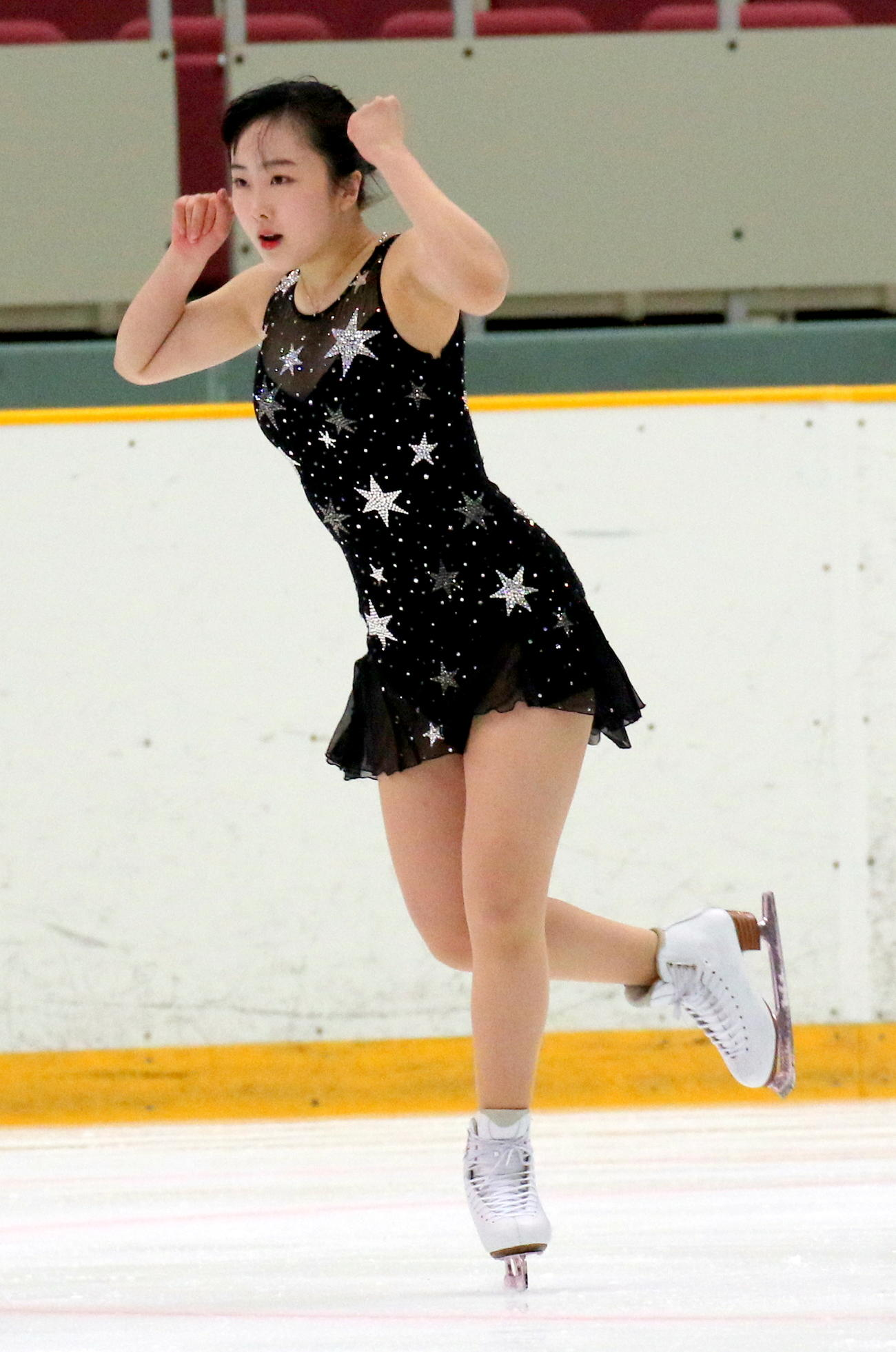 全国高校スケート選手権フィギュア競技 女子予選B(SP)で演技する青森山田1年の本田望結(撮影・木下淳)