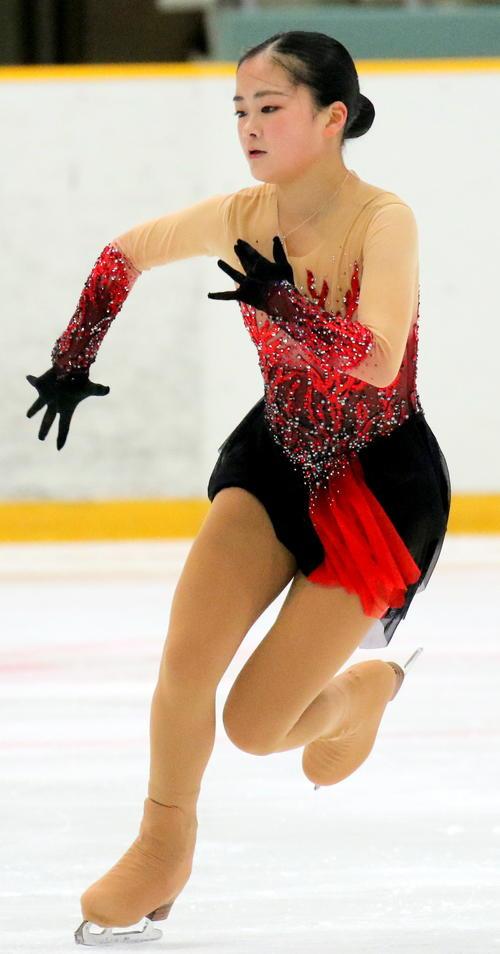 全国高校スケート選手権フィギュア競技 女子予選C(SP)で演技する青森山田の渡辺倫果(撮影・木下淳)
