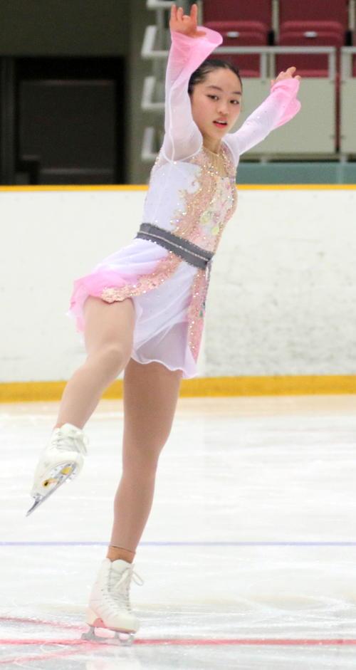 全国高校スケート選手権フィギュア競技 女子予選B(SP)で演技する香椎の江川マリア(撮影・木下淳)