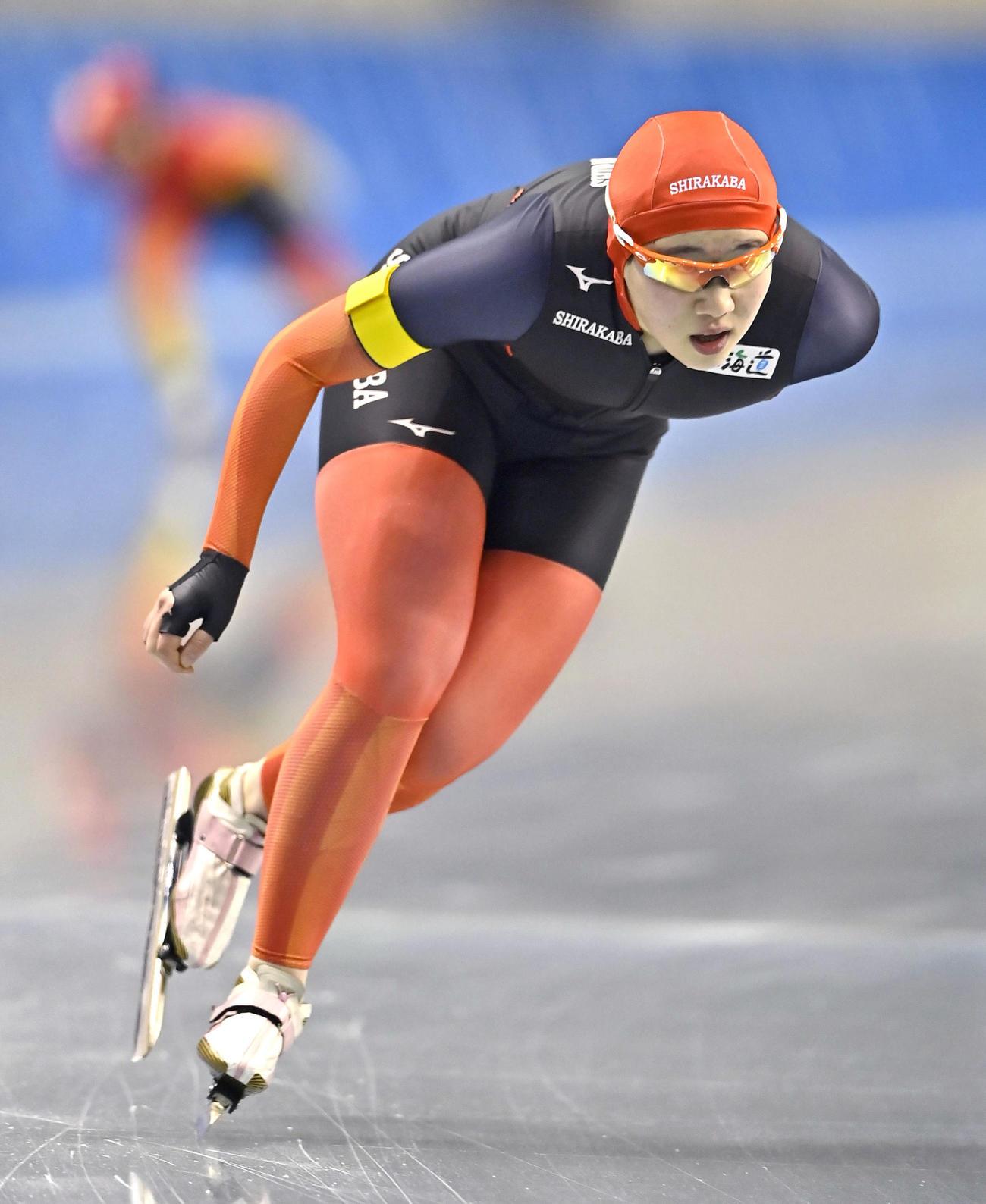 スピード女子1500メートル  1分59秒74の大会新記録で優勝した白樺学園・堀川桃香(共同)