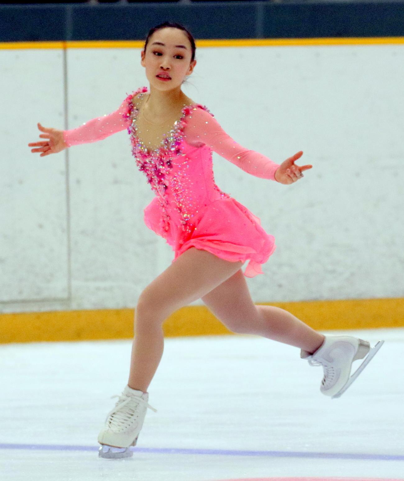 全国高校スケート選手権フィギュア競技 女子決勝(フリー)でSP2位から逆転し、インターハイ初出場初制覇を遂げた中京大中京1年の松生理乃(撮影・木下淳)