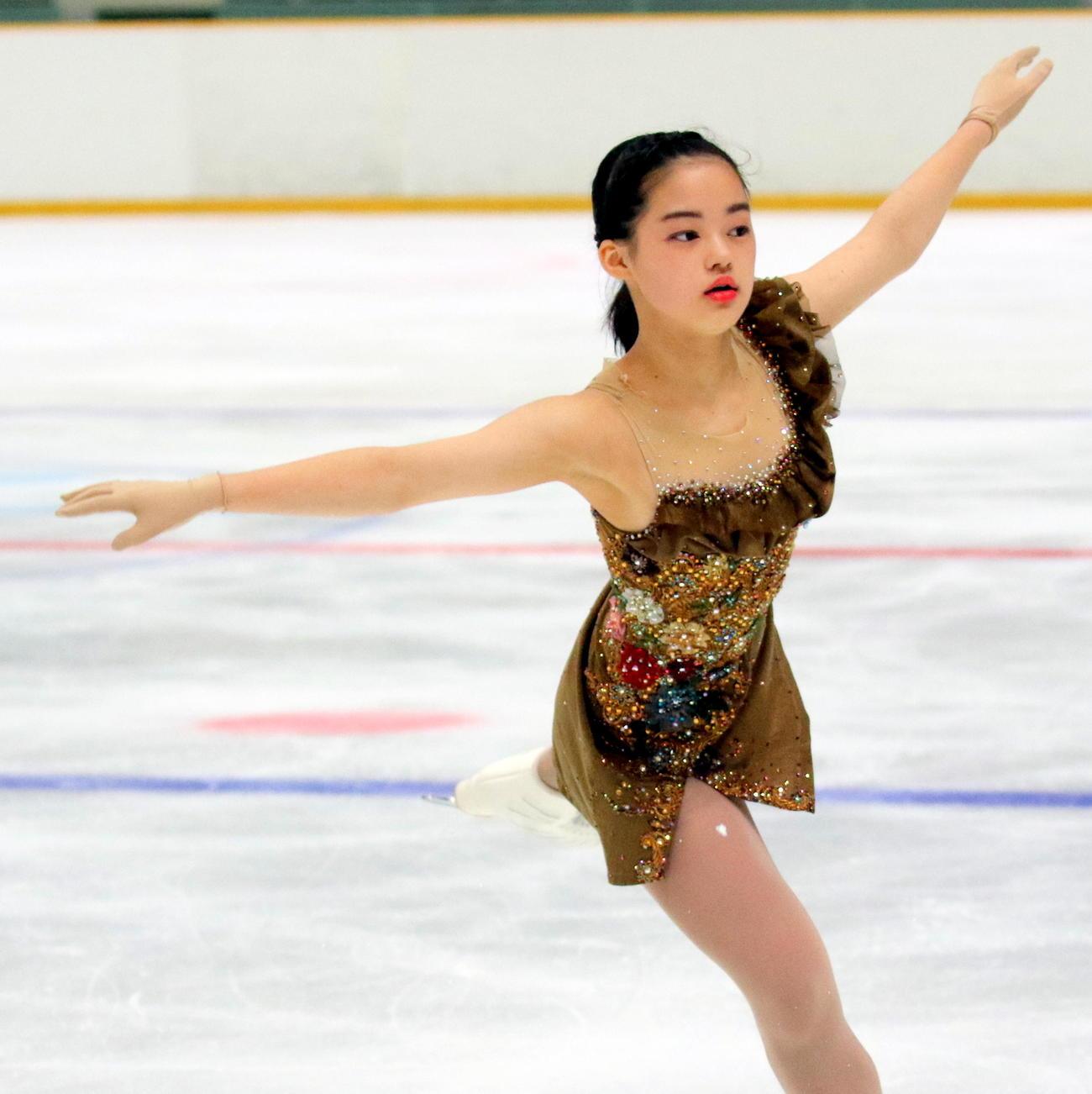 全国高校スケート選手権フィギュア競技 女子決勝(フリー)を終えて総合3位となった中京大中京1年の横井きな結。SP首位のリードで表彰台を守った(撮影・木下淳)