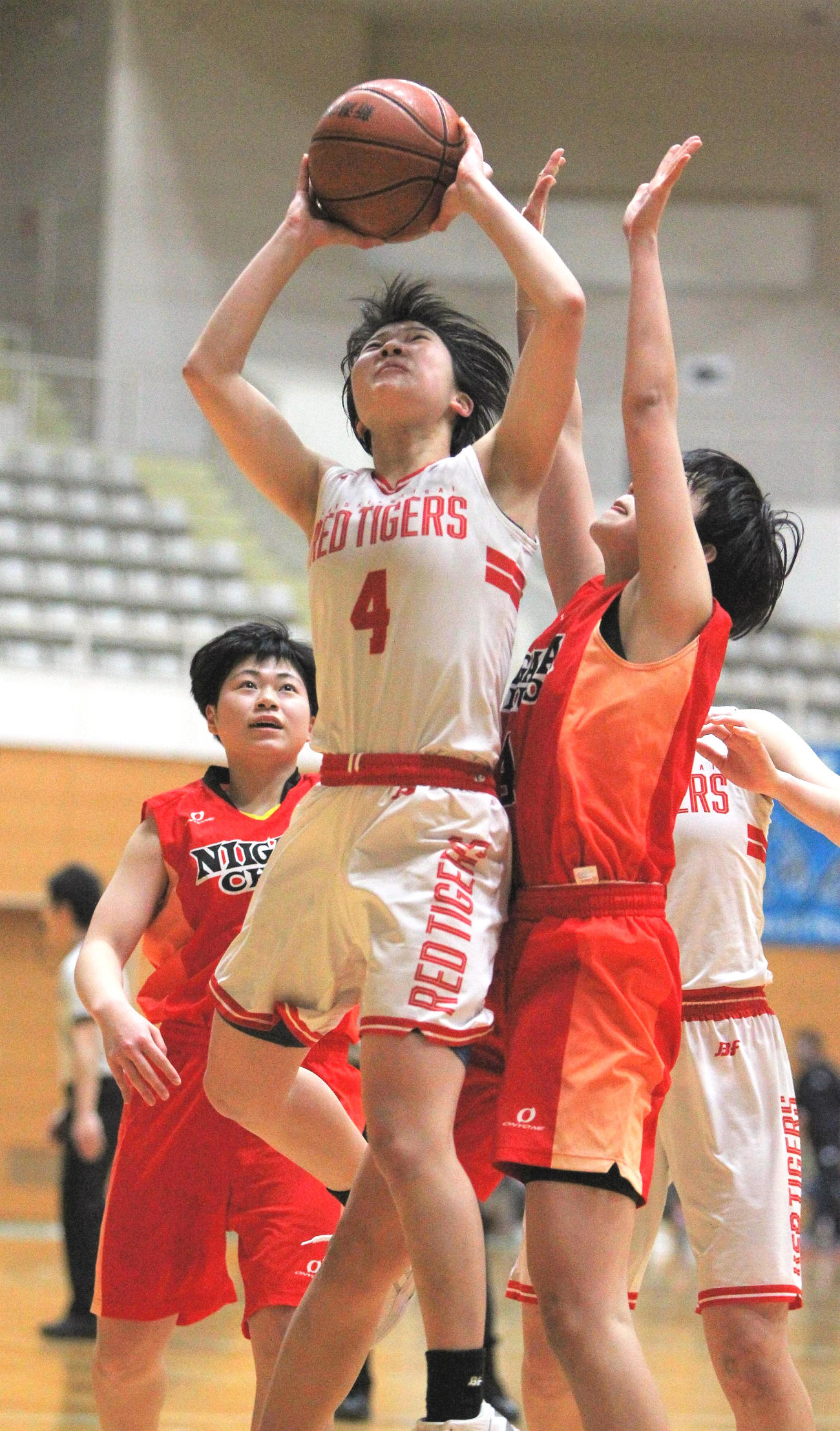 決勝で24得点を挙げた開志国際(女子)・堂脇主将(4番)