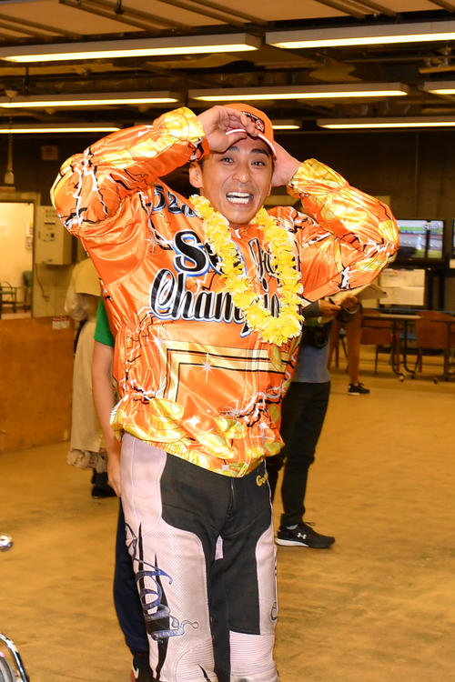 「SG第52回日本選手権オートレース」優勝戦 日本選手権で優勝した森且行は笑顔を見せる(2020年11月3日撮影)