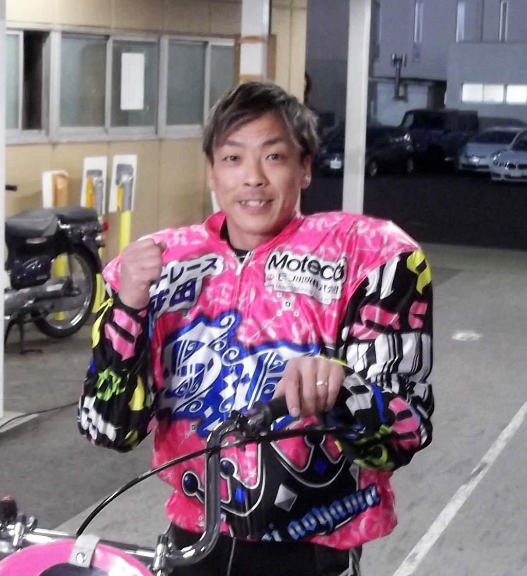 G1全場制覇を達成した青山周平はガッツポーズ(2021年1月11日撮影)