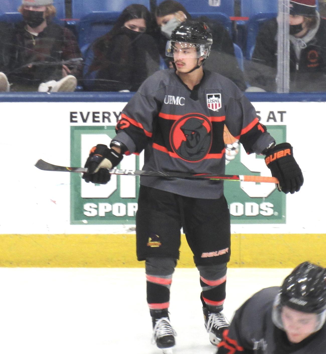「ヤングズタウン・ファントムズ」でプレーし、NHLのドラフト上位指名を目指す安藤優作(共同)