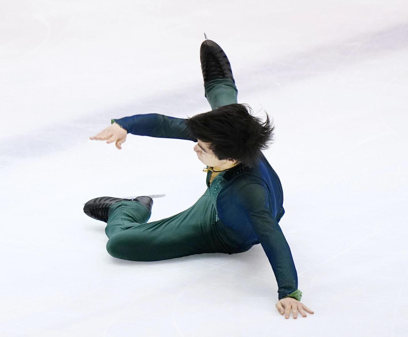 冬季国体2021 フィギュア少年男子フリー フリー演技でジャンプの着氷に失敗する神奈川・鍵山優真(代表撮影)