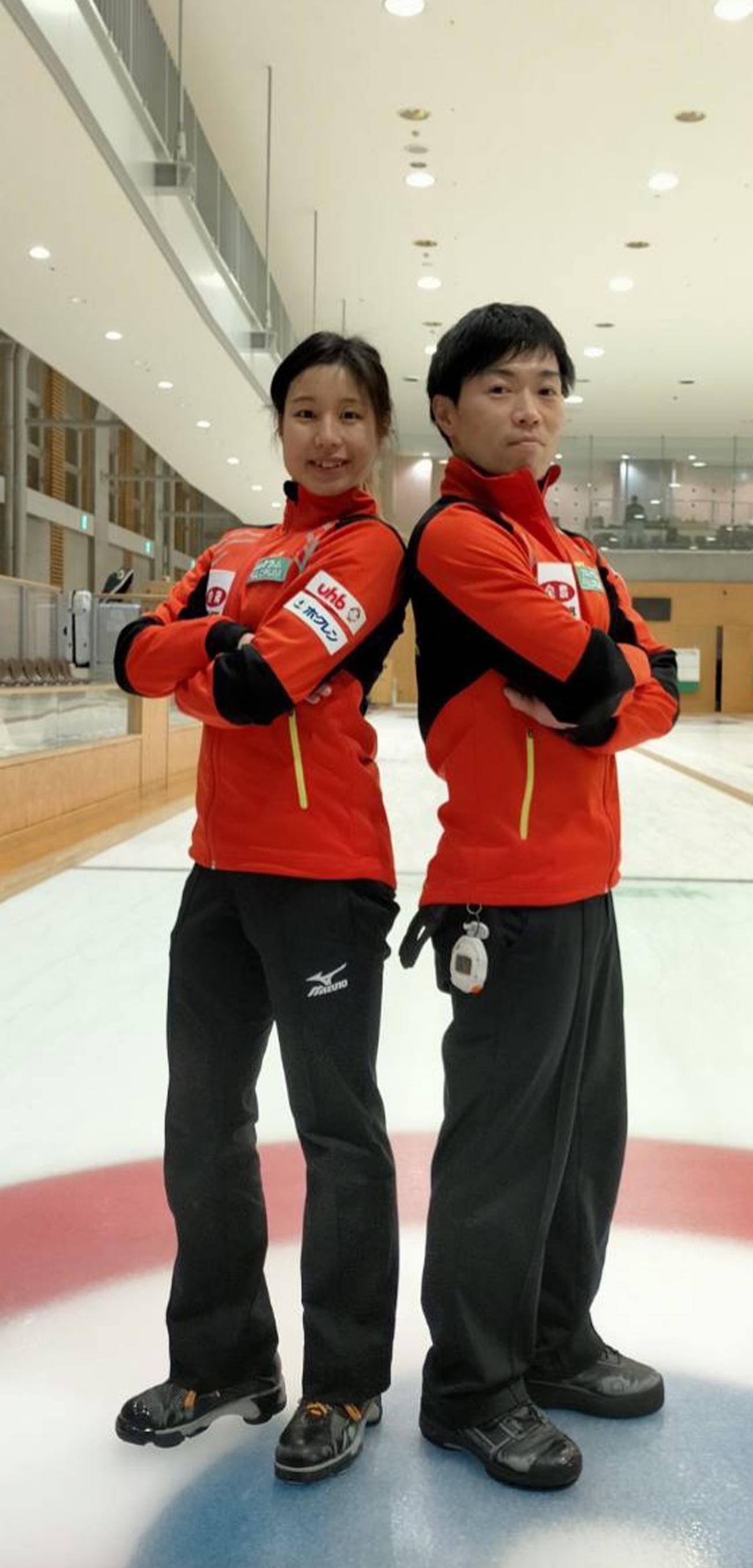 全農カーリング日本混合ダブルス選手権に出場するフルクラムの宿谷(左)と似里(チーム提供)