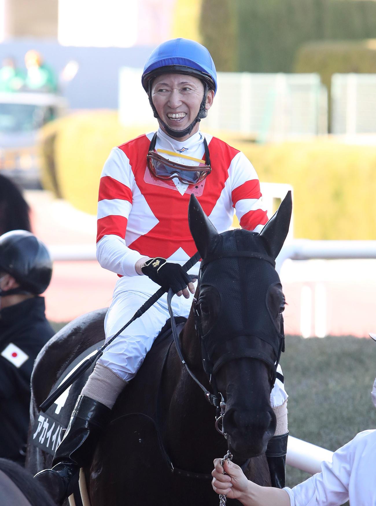 騎手生活のフィナーレを迎える蛯名正義騎手。写真は13日、阪神競馬場でアカイイトの鞍上