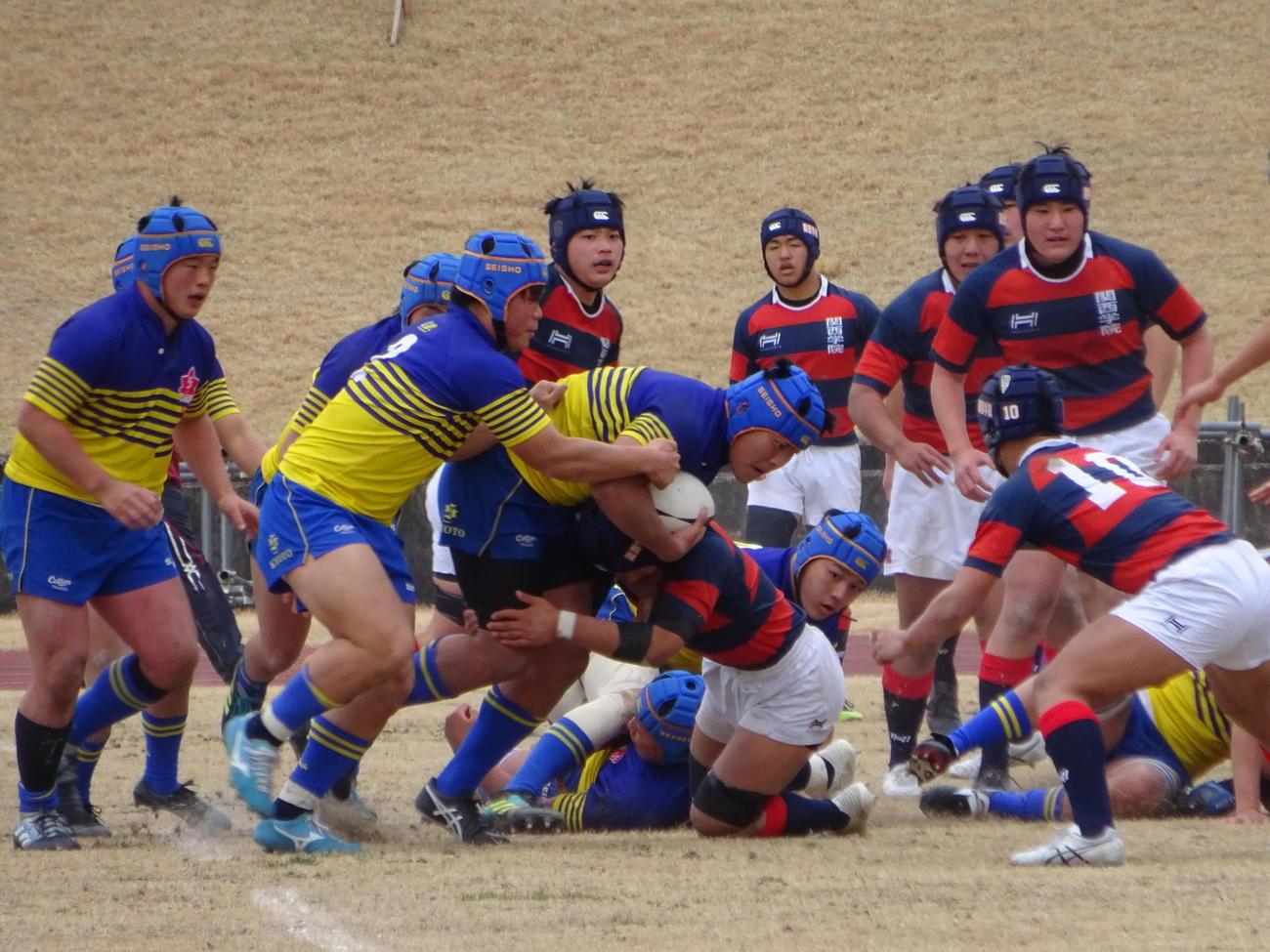 関西学院を破り、近畿地区の選抜大会第5代表の座を勝ち取った京都成章(左側、撮影・加藤裕一)