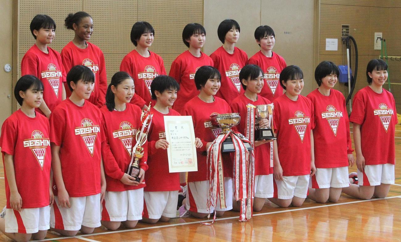 5年ぶり2度目の優勝を果たした新潟清心女子(撮影 飯嶋聡美)