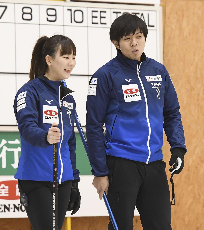 1次リーグA組の試合中に話す北沢(左)、両角友組=みちぎんドリームスタジアム(C) JCA IDE