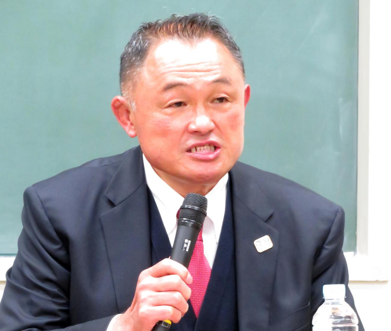 パワハラ騒動について説明する全日本柔道連盟の山下泰裕会長(撮影・峯岸佑樹)