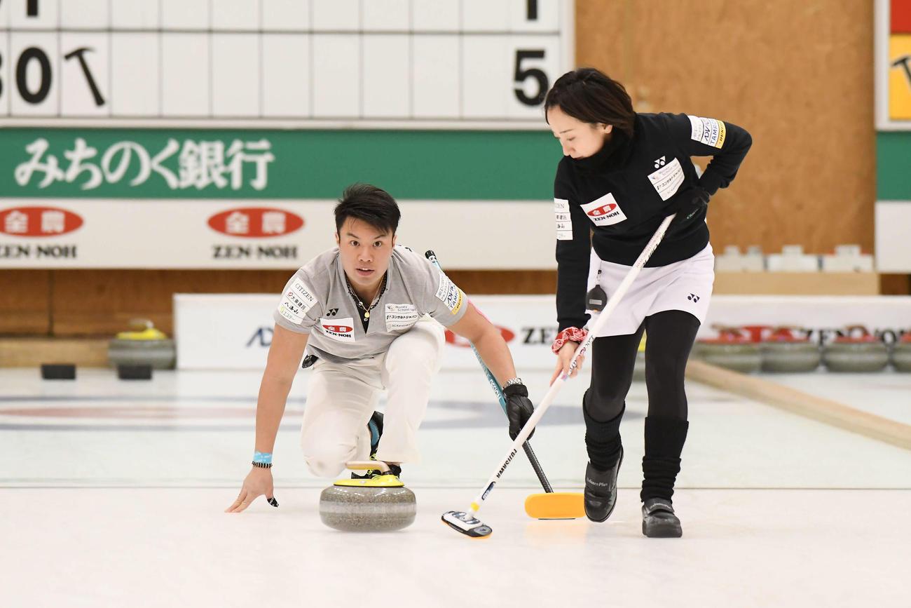 準々決勝に進出した藤沢(右)山口のペア(C)JCA IDE