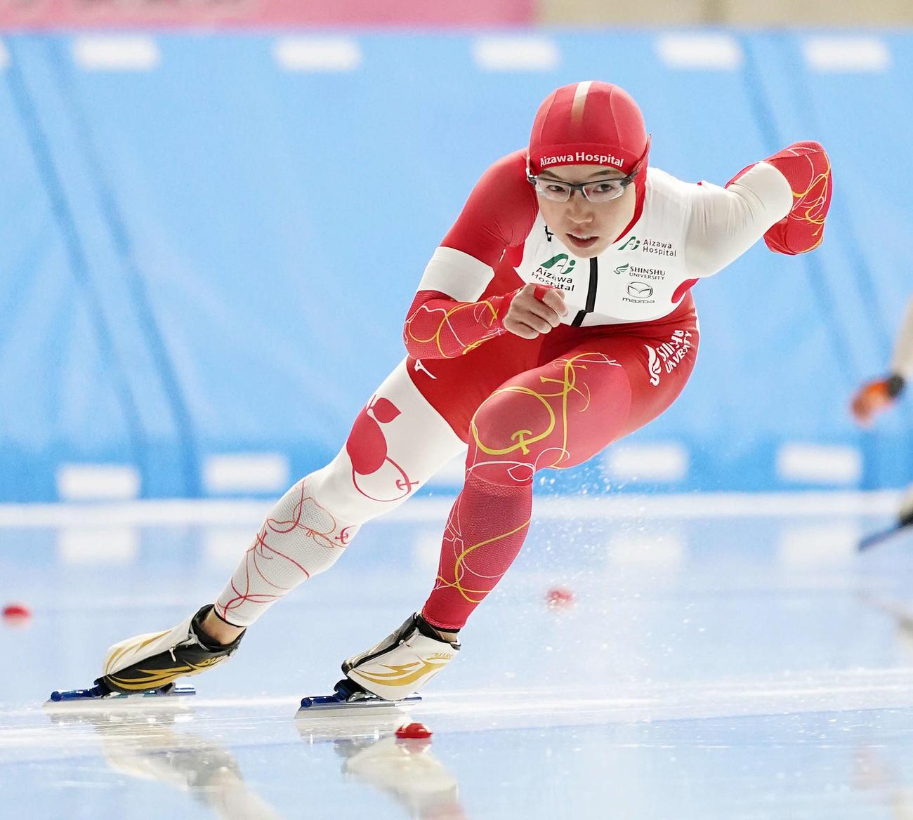 女子500メートルで滑走する小平(撮影・菅敏)