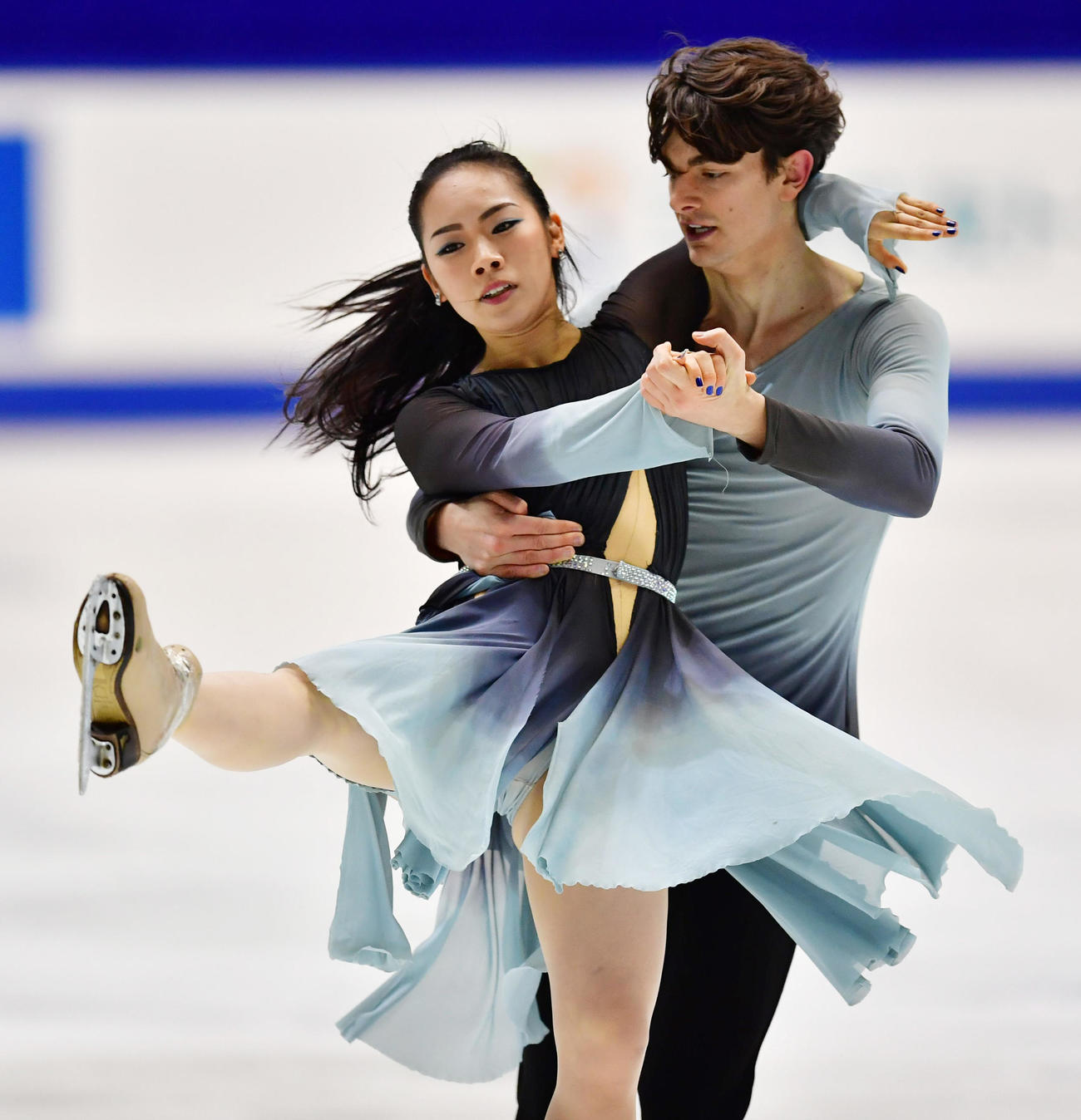 世界選手権アイスダンスでフリーダンスに進出した小松原美里、尊組=2016年12月23日