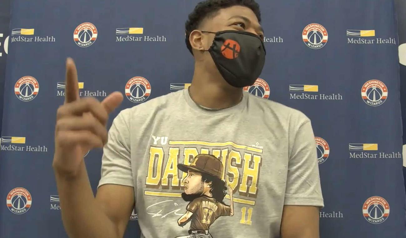 試合後のオンライン取材に、ダルビッシュのTシャツを着て臨んだNBAウィザーズの八村