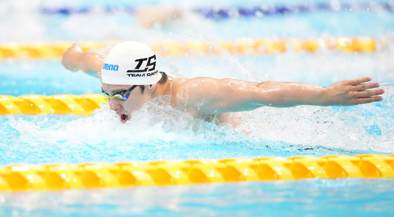 男子400メートル個人メドレー予選で力泳する瀬戸(撮影・鈴木みどり)