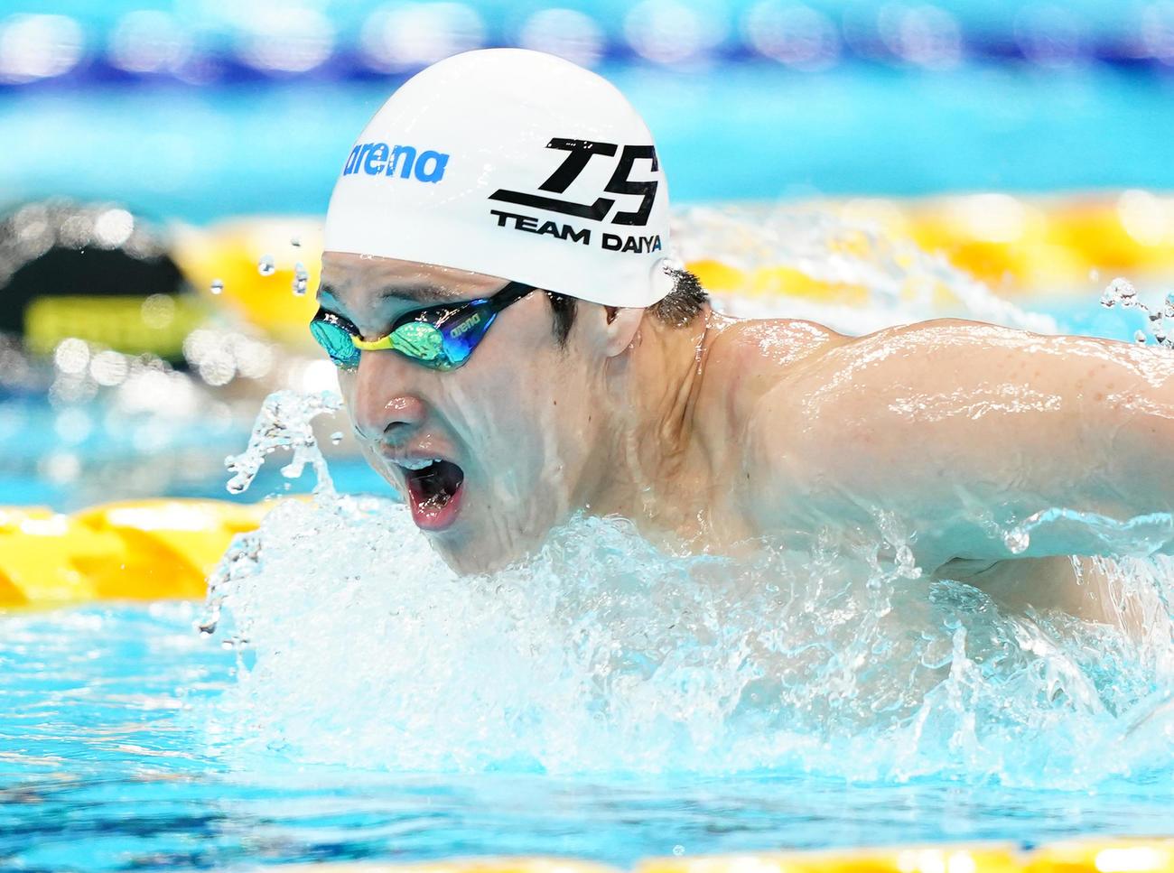 男子200メートルバタフライ予選 力泳する瀬戸(撮影・菅敏)